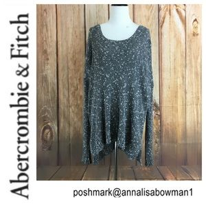 💙Abercrombie&Fitch asymmetrical sweater size M